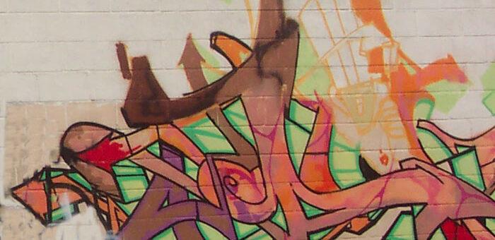 Graffiti sur palissade chantier